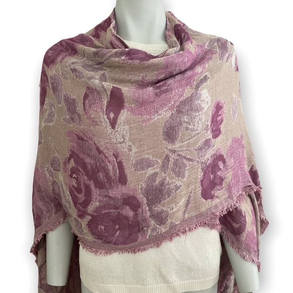 Lilac and Tan Woven Floral Wrap O/S